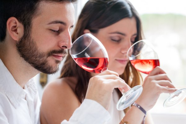 depositphotos_68672715-stock-photo-couple-at-wine-tasting